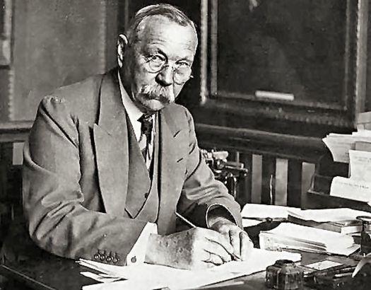 Conan-Doyle-hombre-Sherlock-Holmes_261284121_30829072_1311x1024.jpg