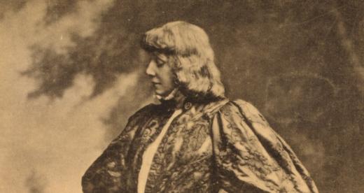 L'attrice Sarah Bernhardt nel ruolo Amleto a Parigi nel 1899